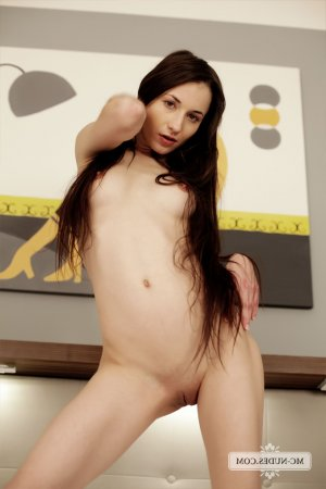 Hena redhead escorts Cornwall ON